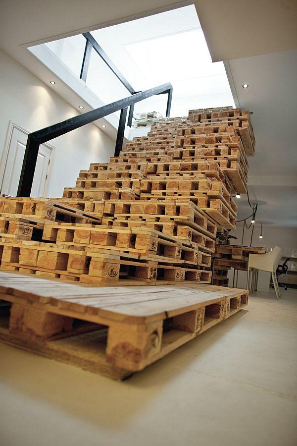Escada Com Pallets