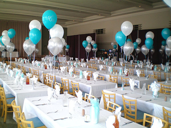 Enfeites de mesa com balões