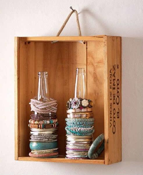 Estante com caixotes de madeira 2