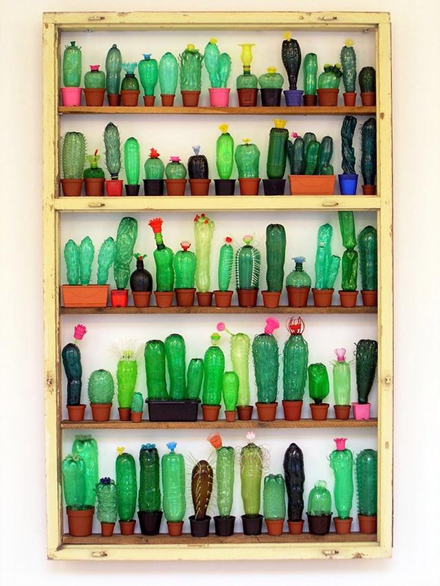 Cactos feitos com garrafas pet