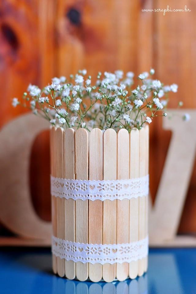 Coloque as flores no seu vasinho artesanal