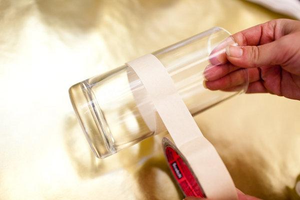 Enrole o vidro com fita crepe