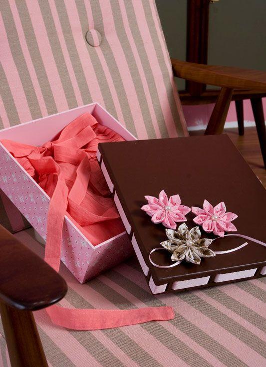 enfeite de flores de fuxico para caixas de MDF
