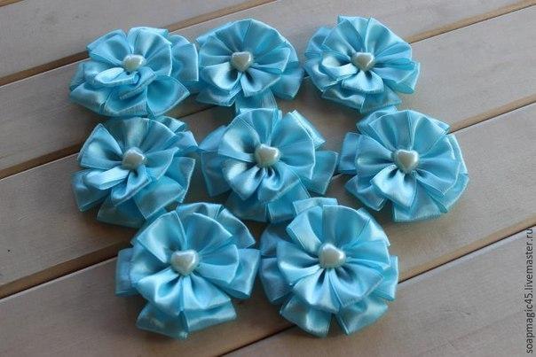 flor de cetim azul