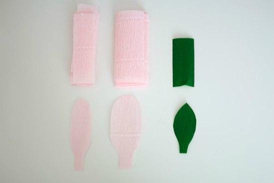 materiais para fazer a flor de papel crepom