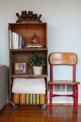 estante para a sala feita com caixotes