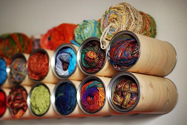 organizador de linhas e lã feito com latas recicladas