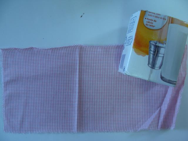 caixa-de-leite-e-tecido-estampado