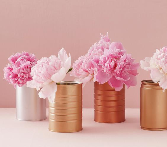 arranjos-de-mesa-de-casamento-com-latas-e-flores