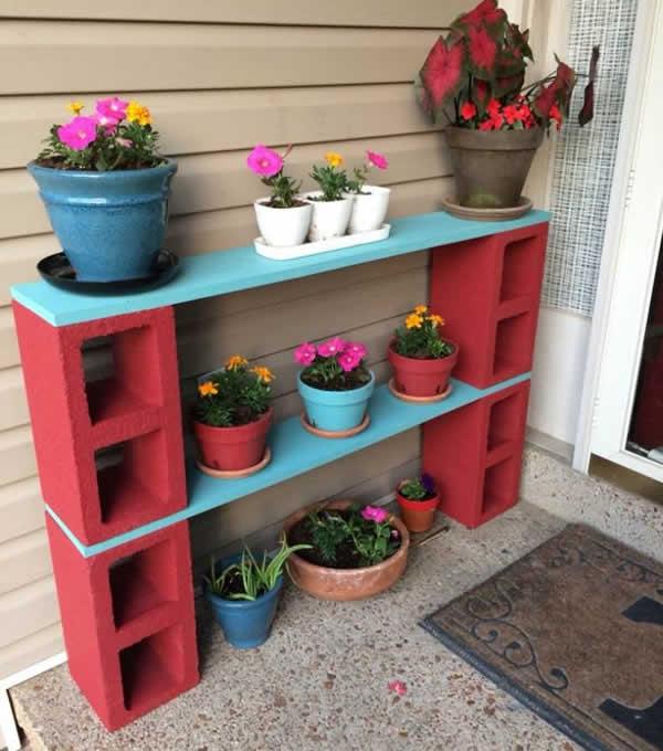 aparador-para-vasos-de-flores-feito-de-blocos