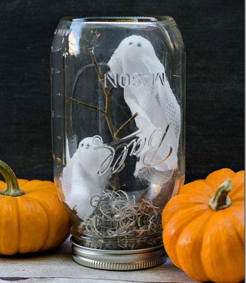 pote-enfeitado-com-fantasminhas-para-halloween