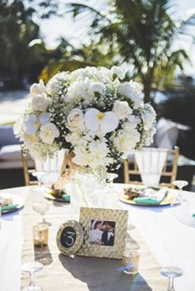 Enfeites de mesa com foto dos noivos