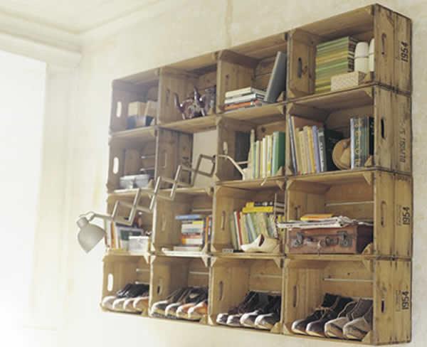 Estante com caixotes de madeira 5