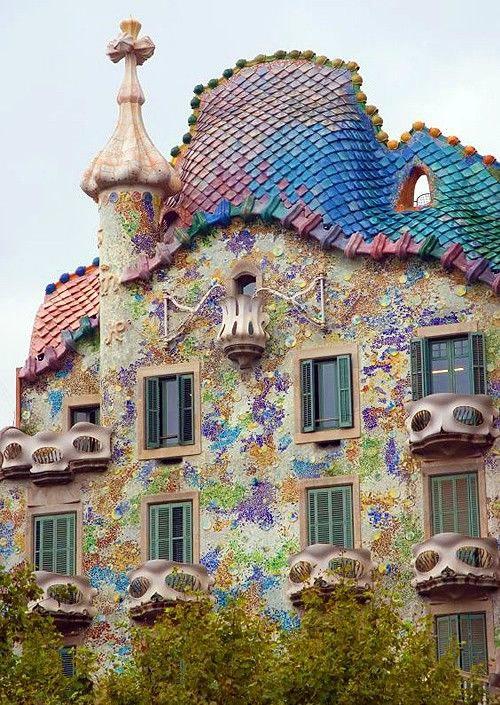 Casa Batlló inteiramente revestida em Mosaico localizada em Barcelona