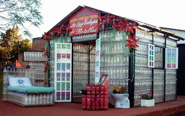 Casa de las Botellas produzida com garrafas pet