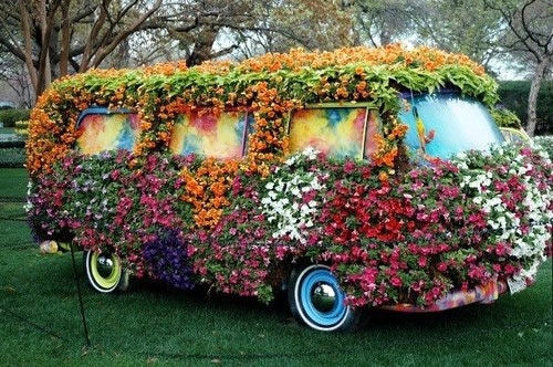 Kombi decorada com flores
