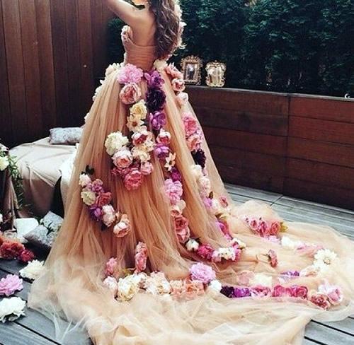 Vestido de Noiva com flores