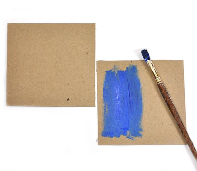 Corte um quadrado no papel craft