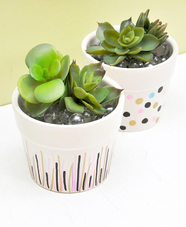 Vasos de cerâmica decorados