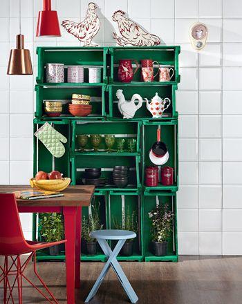 armário de cozinha feito com caixotes reaproveitados