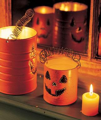 decoração de halloween feita de lata