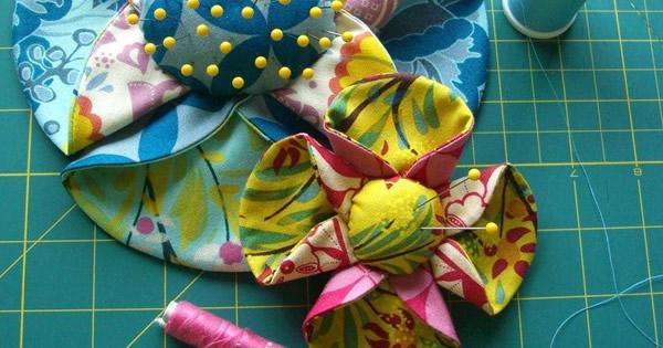 flores-de-tecido-com-enchimento-no-miolo-passo-a-passo