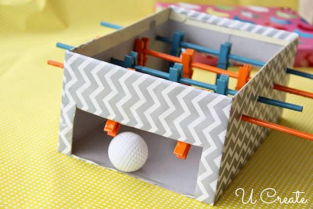 mesa-de-pebolim-feita-com-caixa-de-sapato