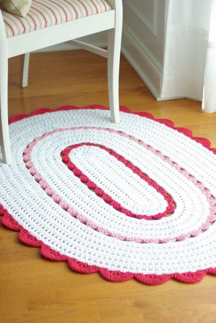 tapete-oval-branco-e-rosa