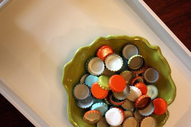 bandeja-com-tampinhas-de-cerveja-materiais-necessarios