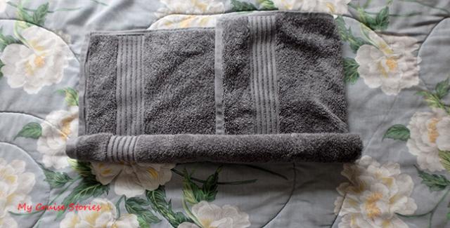 passo-2-enrole-um-lado-da-toalha