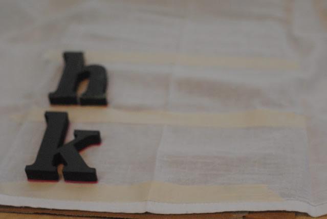 posicione-as-letras-e-marque-com-a-fita-crepe-a-altura-ideal