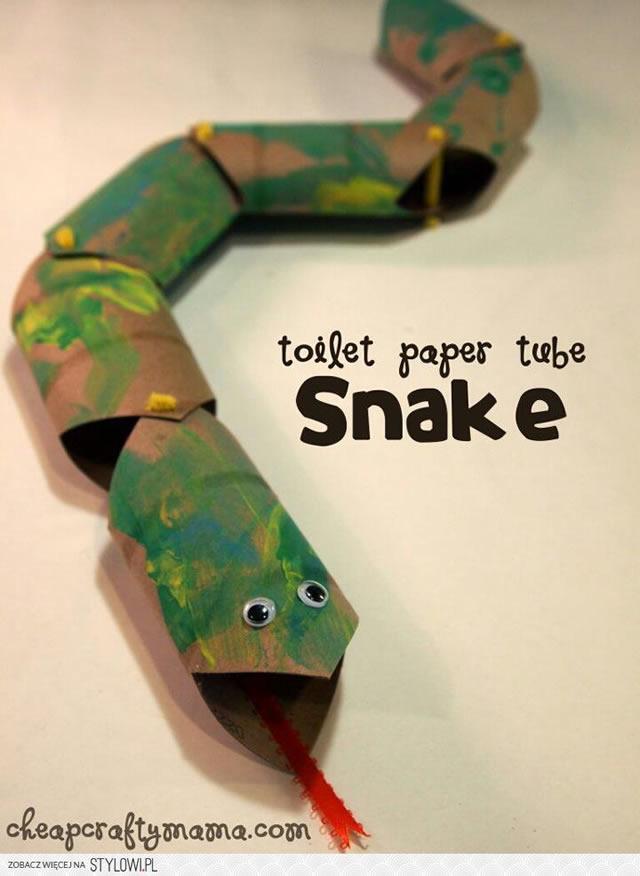 cobra-com-rolo-de-papel-higienico